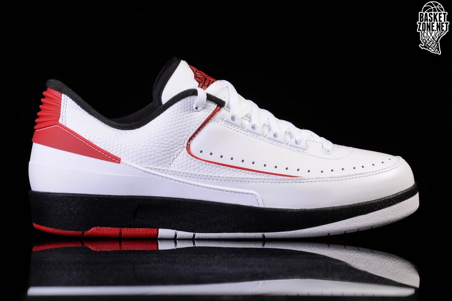 buy popular f5286 8d26a NIKE AIR JORDAN 2 RETRO LOW CHICAGO. 832819-101