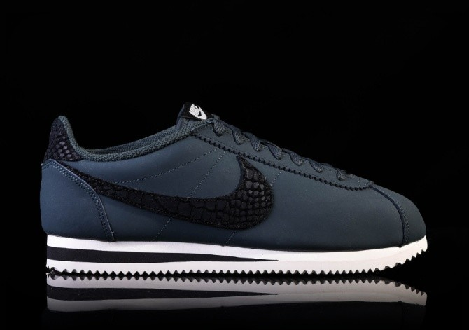 NIKE CLASSIC CORTEZ LEATHER SE SEAWEED/BLACK-SAIL