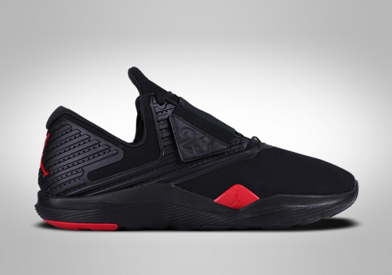 NIKE AIR JORDAN RELENTLESS BRED