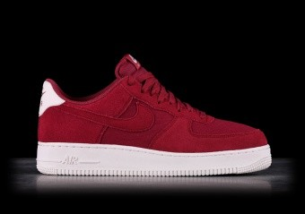 SCARPE SPORTIVE. NIKE AIR FORCE 1  07 SUEDE RED CRUSH 6e73712d09fd3