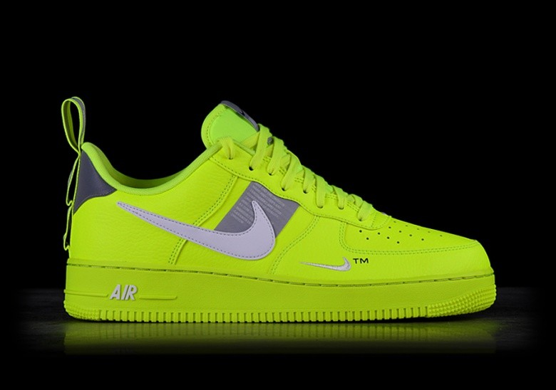 sports shoes 7d7d3 c3af0 NIKE AIR FORCE 1 07 LV8 UTILITY VOLT